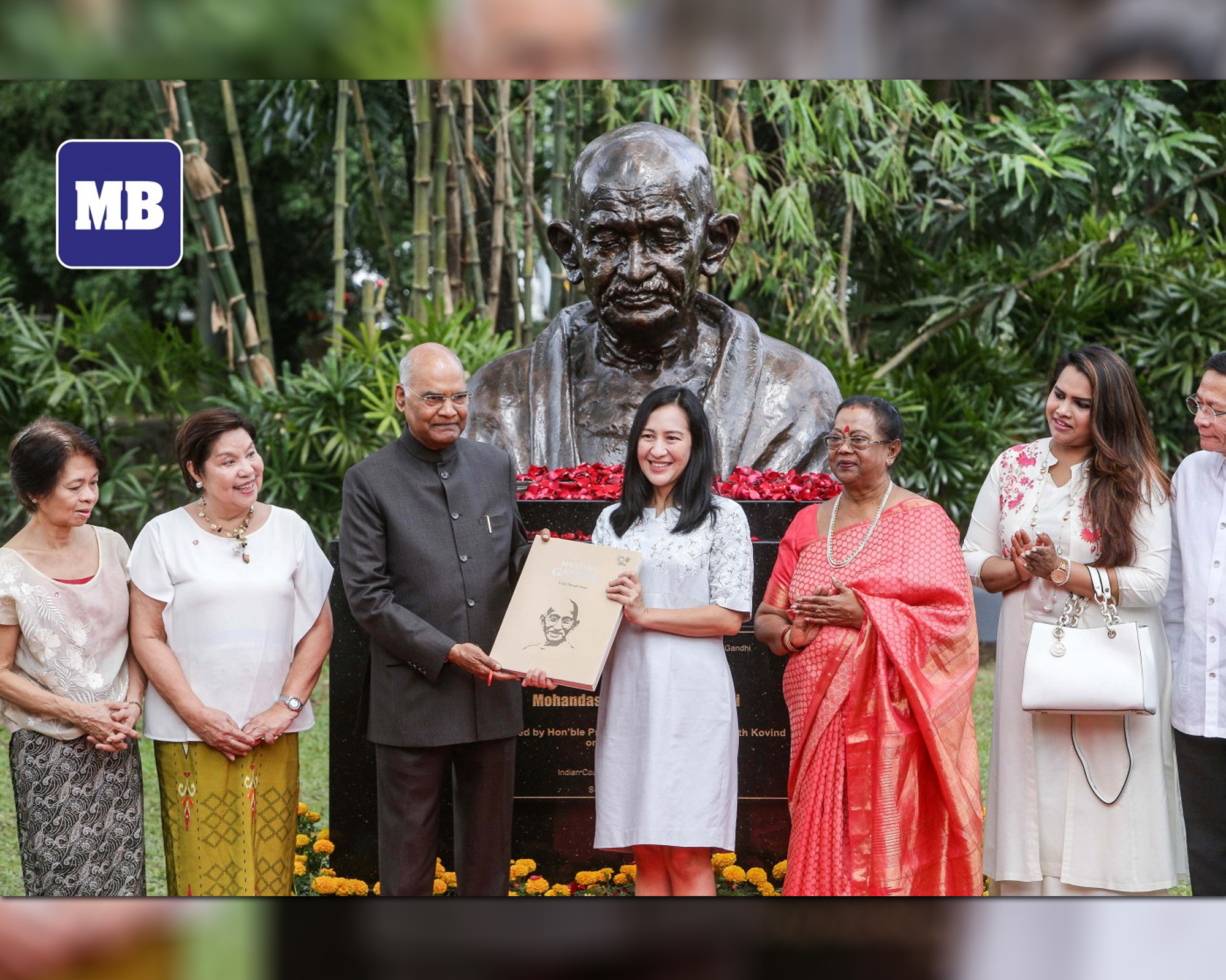 Indian President Kovind unveils Gandhi bust in Miriam College peace center by Jhon Aldrin Casinas | Manila Bulletin