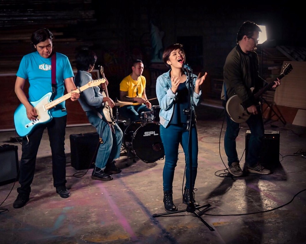 Business Mirror features alumna Kiara San Luis as the newest lead singer of OPM band Imago