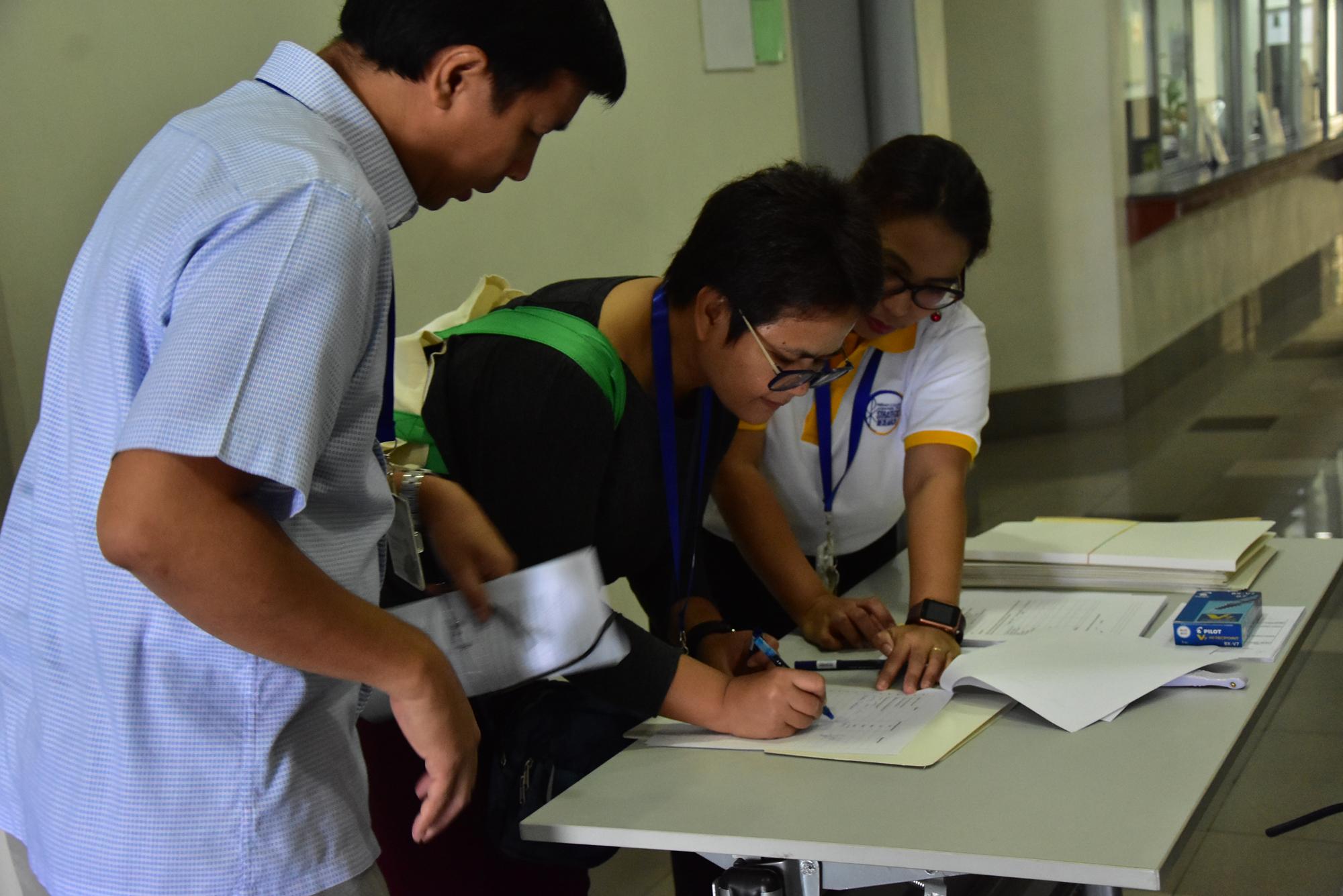 Ms. Villanueva, CSR Program Coordinator assisting during registration