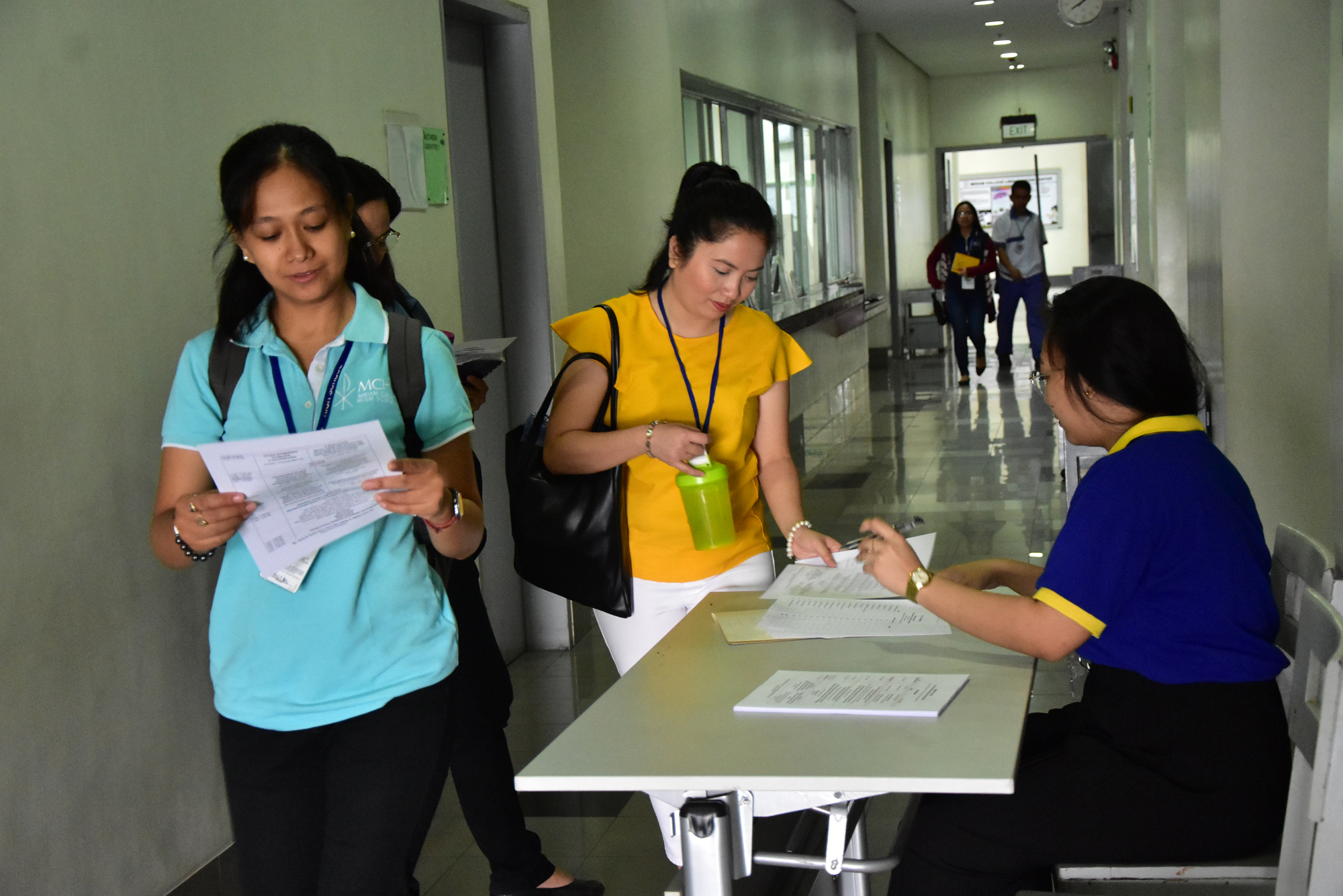 Ms. Ysa Padua, CSR Technical Assistant, assisting during the registration