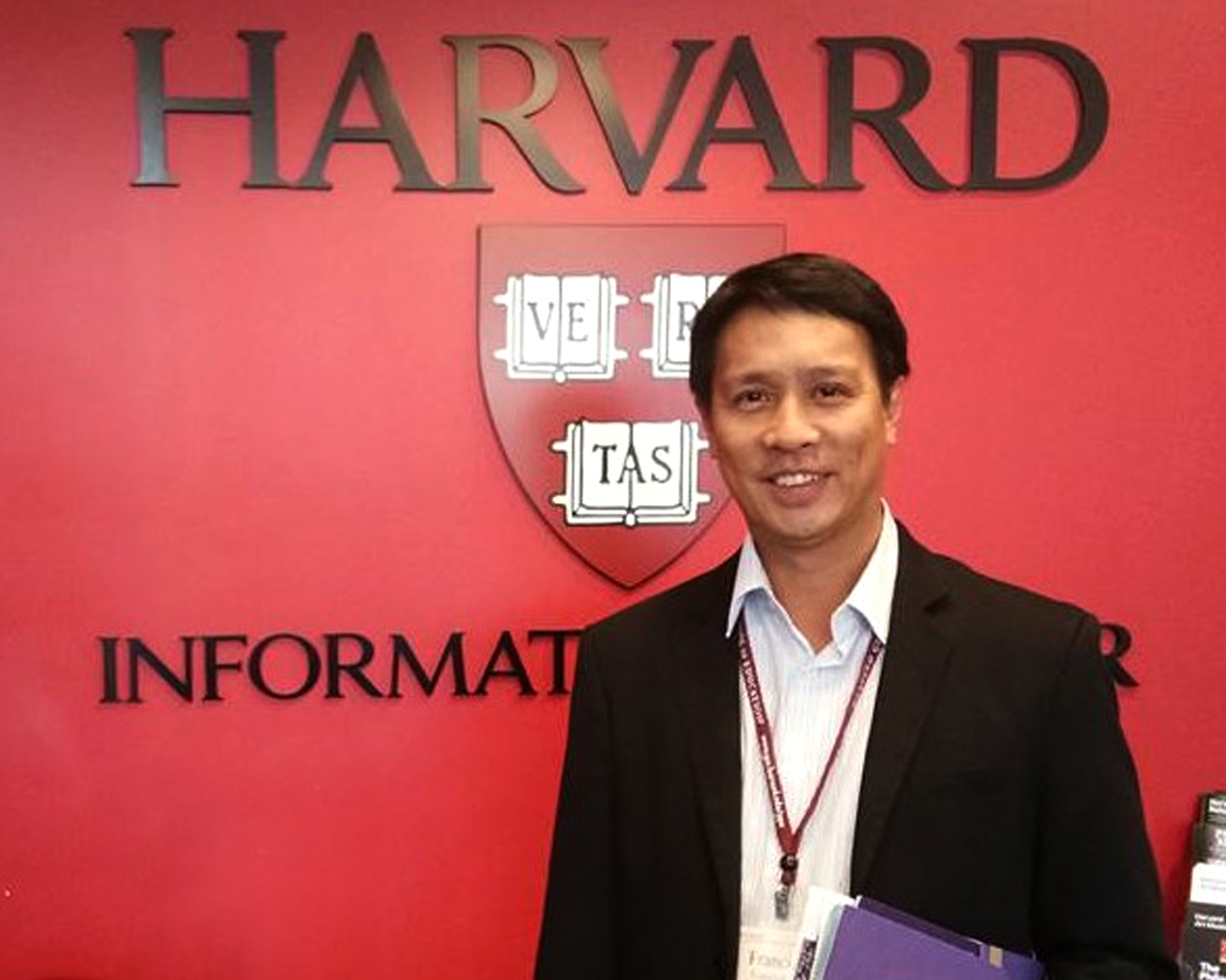 CAS faculty completes leadership course in Harvard