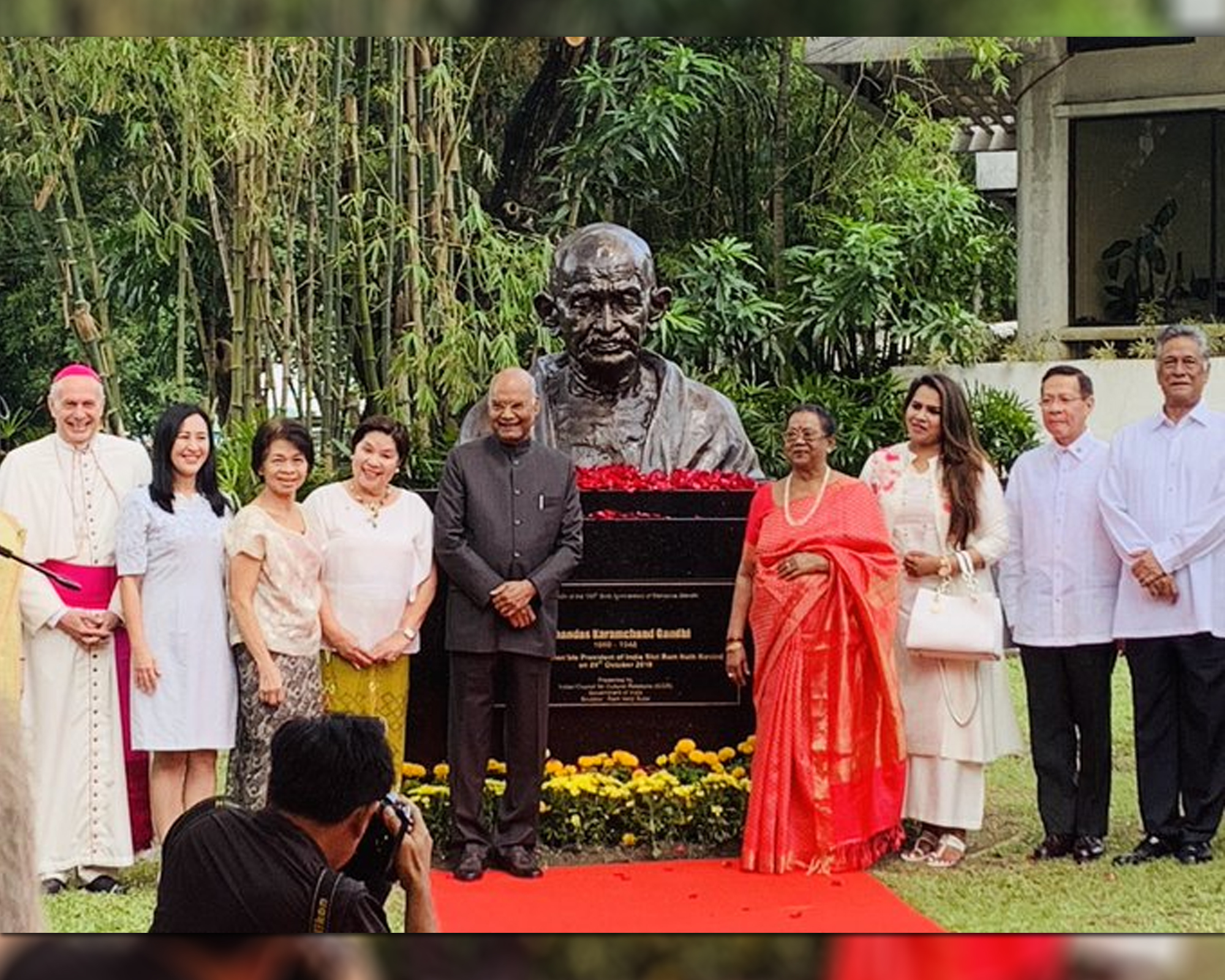 Indian President Kovind unveils first Gandhi bust in PH by Bianca Dava  |  ABSCBN